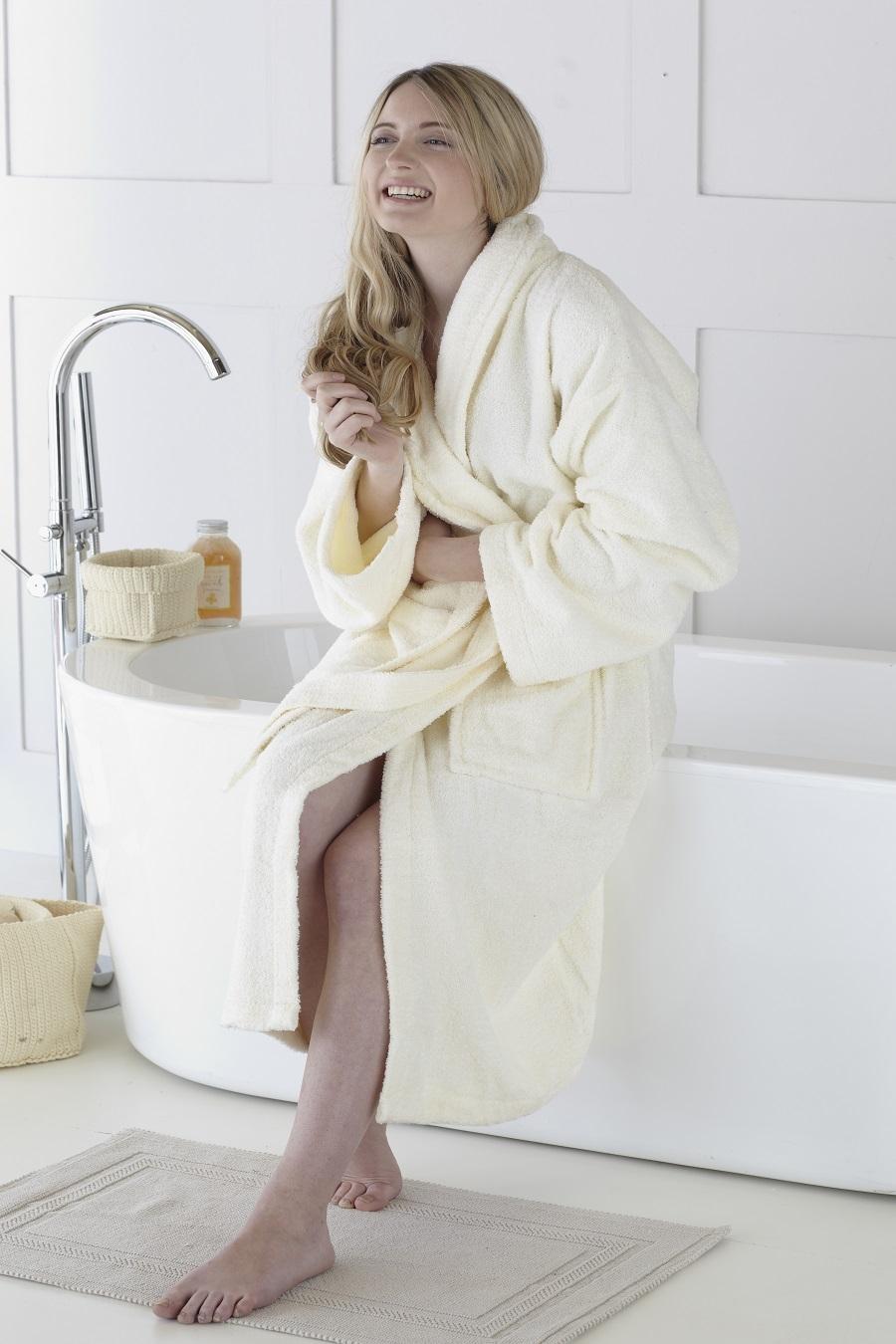 Avaris_bathrobe_Cream_1300_1.jpg