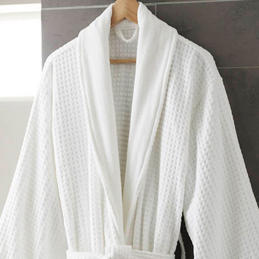 Sheraton_bathrobe_close_up_900.jpg