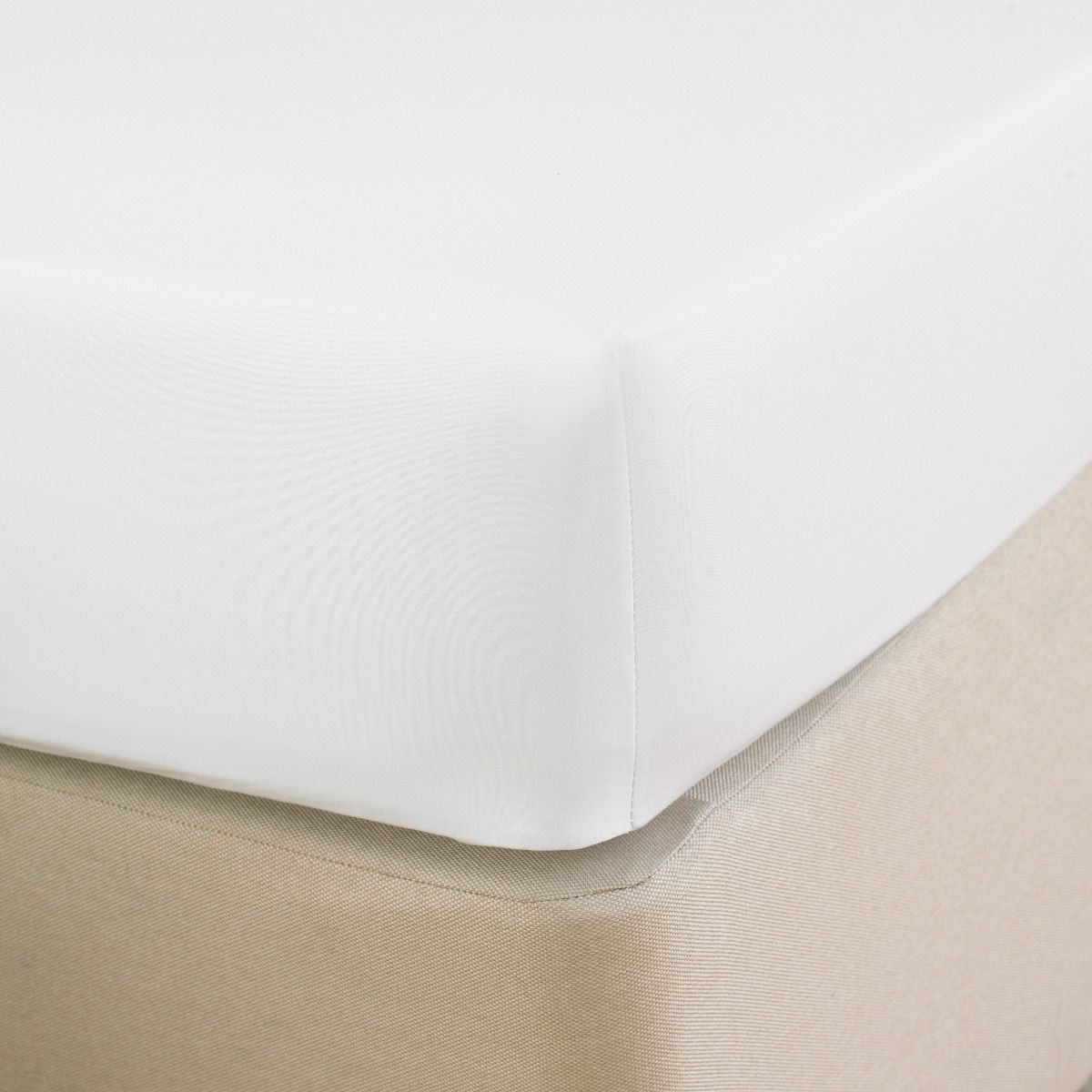 t_200_fitted_sheet_white_3_3.jpg